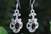 Damen Ohrringe ~ MEDINA ~ h: 2 cm - Dunkel-Roter Kristall - Silber - Windalf.de