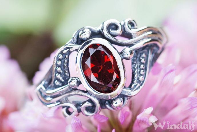 Damen Mittelalter-Ring ~ SÎNA ~ h: 1 cm - Roter Kristall - Silber - Windalf.de