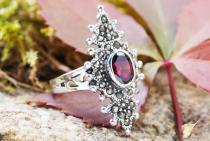 Langer Mittelalter Ring ~ ASKA ~ Roter Kristall - Silber - Windalf.de