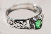 Zarter Damen Ring ~ ZAÍLA ~ Grüner Smaragd - Silber - Windalf.de