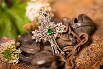 Anhänger Kreuz ~ ACANTHA ~ h: 4.5 cm - Mit grünem Stein - Silber - Windalf.de