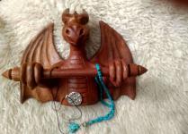 Wikinger Schmuck-Ketten Halter ~ ARCO ~ h: 21 cm - Drachen Deko Figur - Handarbeit aus Holz - Windalf.de