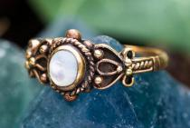 Mittelalter Ring ~ SHEELA ~ h: 0.9 cm - Perlmutt - Bronze - Windalf.de