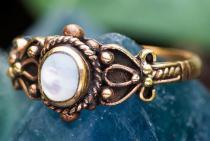 Mittelalter Ring ~ SHEELA ~ 0.9 cm - Perlmutt Damenring - Vintage Bronze - Windalf.de
