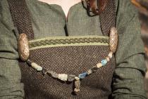 Antike Perlen auf Strang ~ SIMAJA ~ l: 70 cm - Viking Style - Wüstenglas - Windalf.de