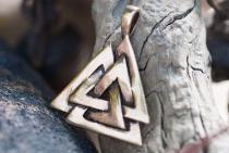 Schmuck Anhänger ~ VALKNUT ~ h: 3 cm - Wotans Knoten - Vintage Bronze - Windalf.de