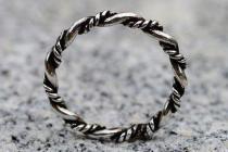 Vikings Ring ~ DHARA ~ h: 0.3 cm - Wikinger Kordel-Ring - Handgeschmiedet - Silber - Windalf.de