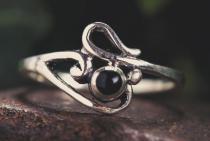 Zarter Ring ~ ELINA ~ h: 0.9 cm - Gothic Princess - Schwarzer Onyx - Silber - Windalf.de