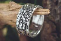 Breiter Silberring ~ FERON ~ 1 cm - Wikinger Bandring - Fenris Wolf Knoten - Antik Silber - Windalf.de
