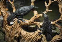 Großes Wikinger Kunst ~ HUGIN & MUNIN ~ h: 120 cm -  Mit 2 schwarzen Raben - Unikat aus Holz - Windalf.de